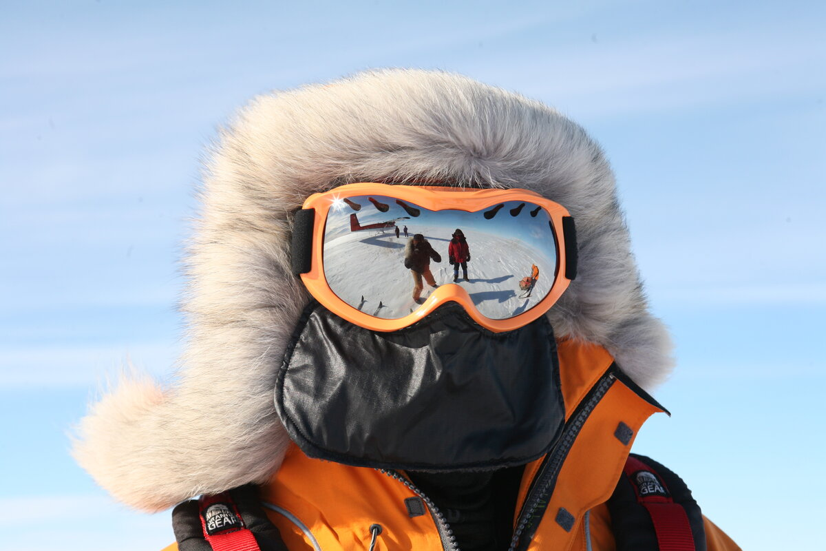 Wind protection with fur ruff, goggles, and face shield