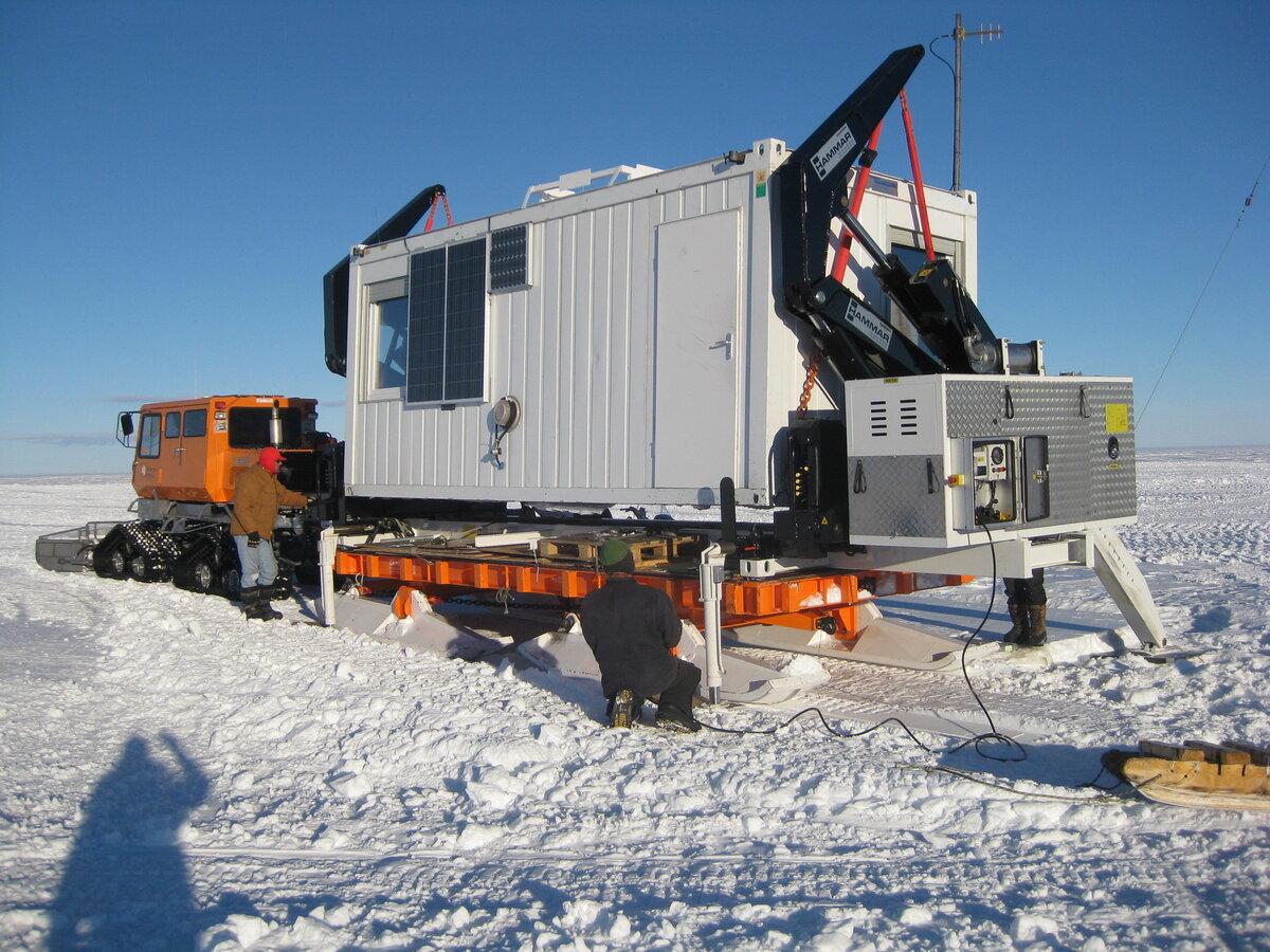 Hammar Lift loads Operations box onto sled
