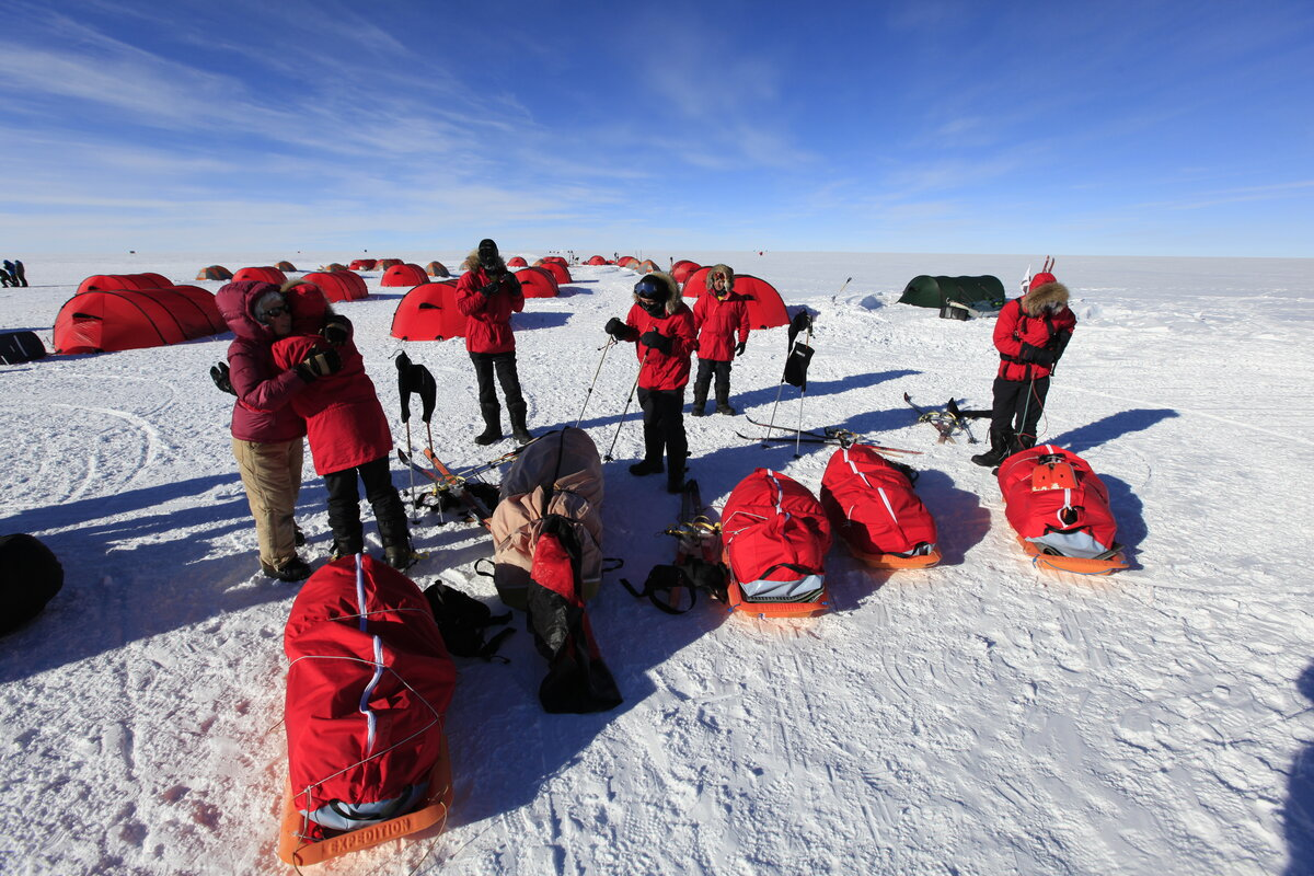 Ski Last Degree arrives at ALE's South Pole Camp