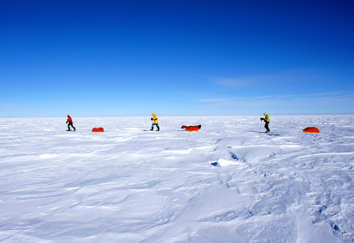 Ski Last Degree team pull sleds across polar plateau