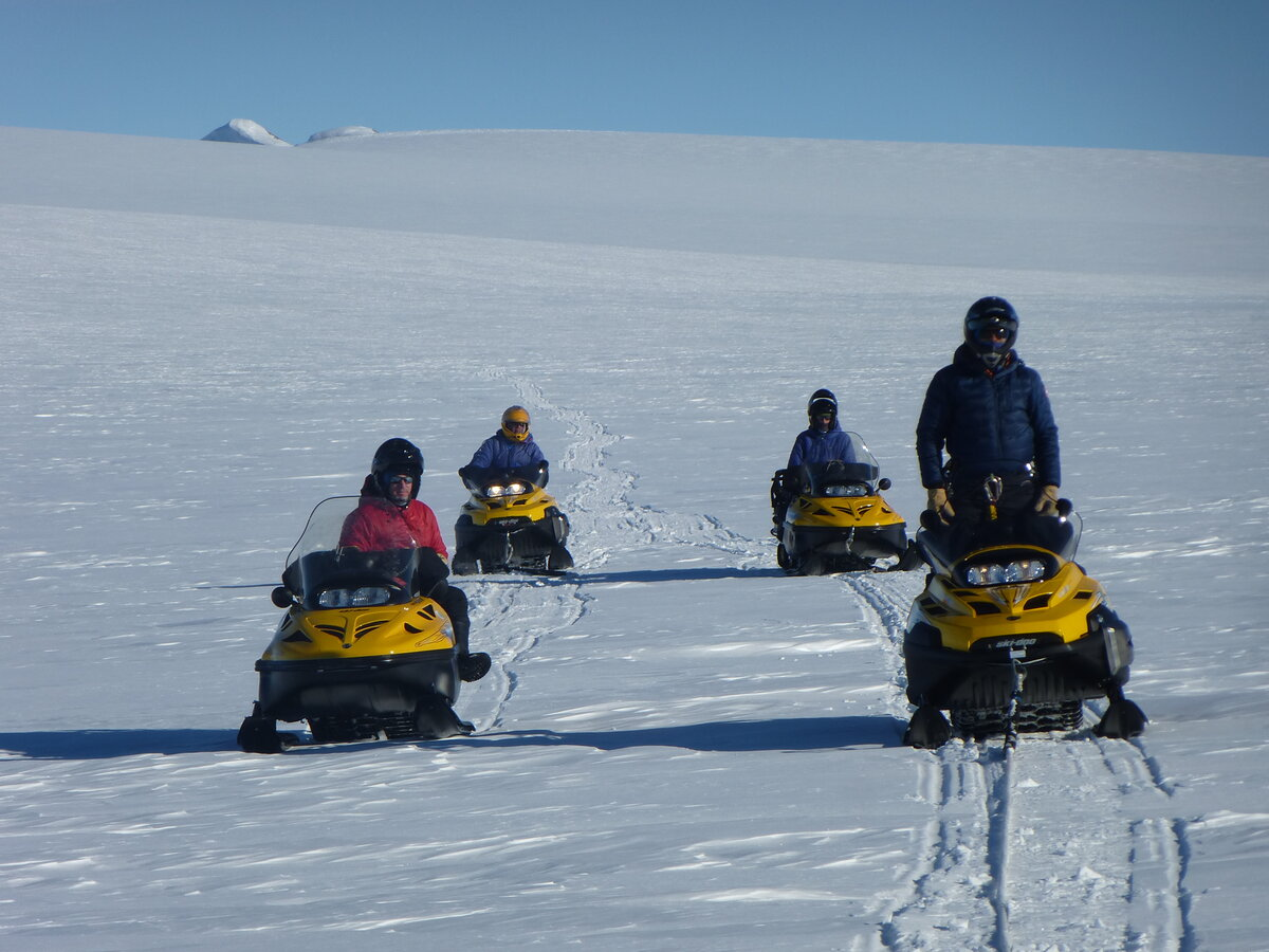 Linked snowmobile travel