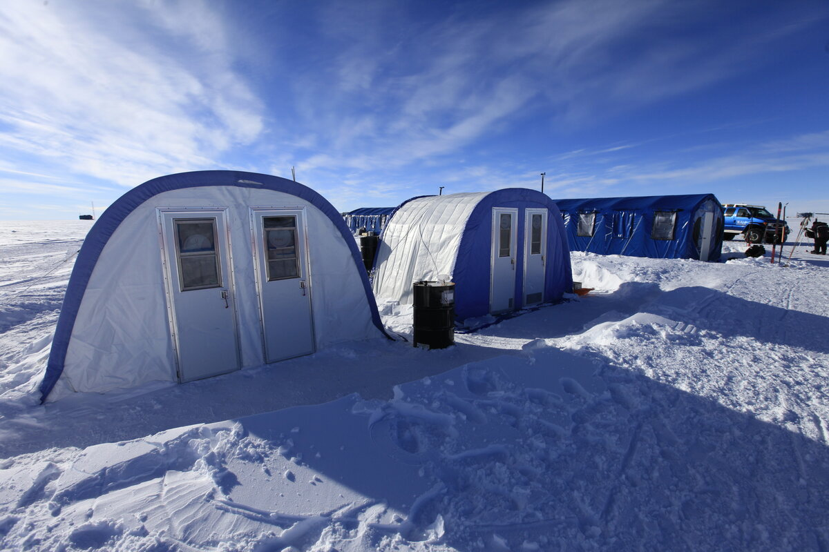 Toilet and dining tents at ALE's South Pole Camp
