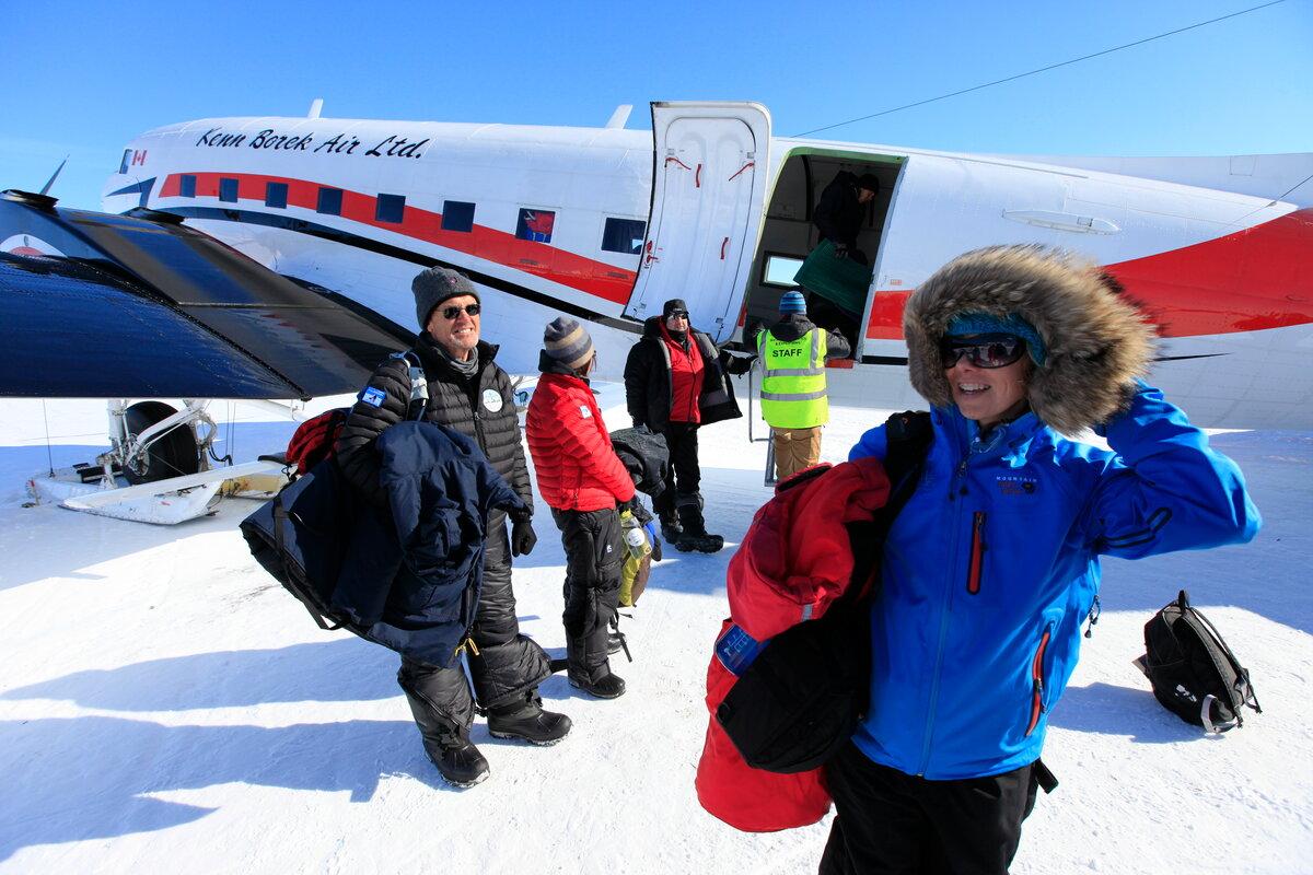 Guests de-plane at the South Pole