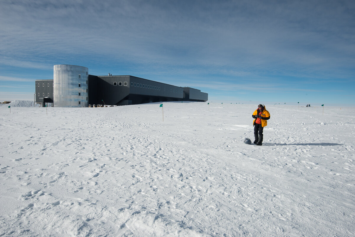 Ski Last Degree guest near Amundsen-Scott South Pole Station