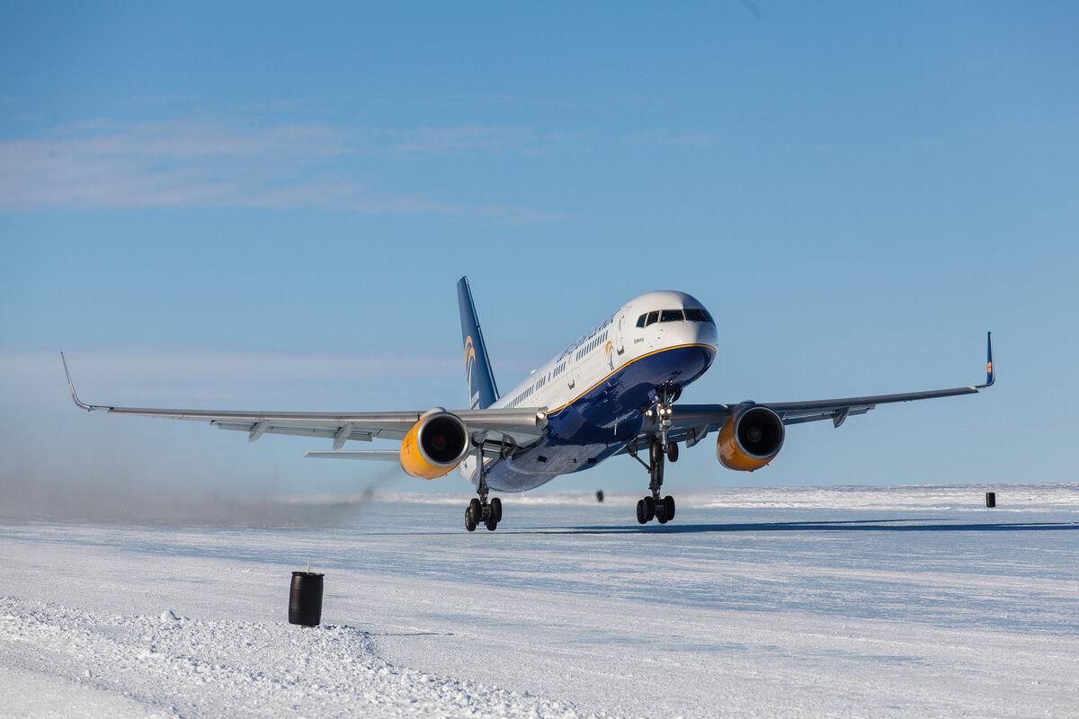 1st Boeing 757 passenger airliner landing on Antarctic blue-ice runway