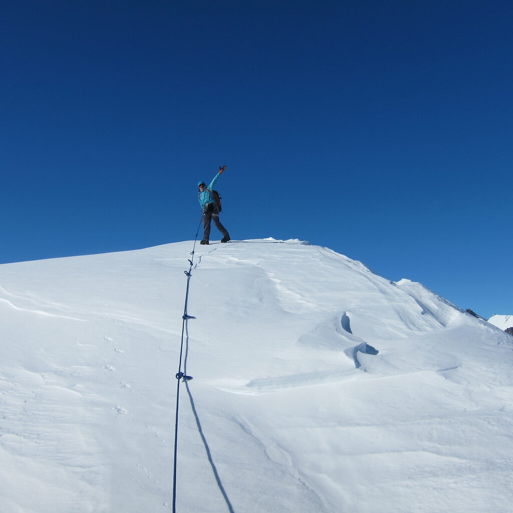 ALE guide waves while leading up Pyramid Peak