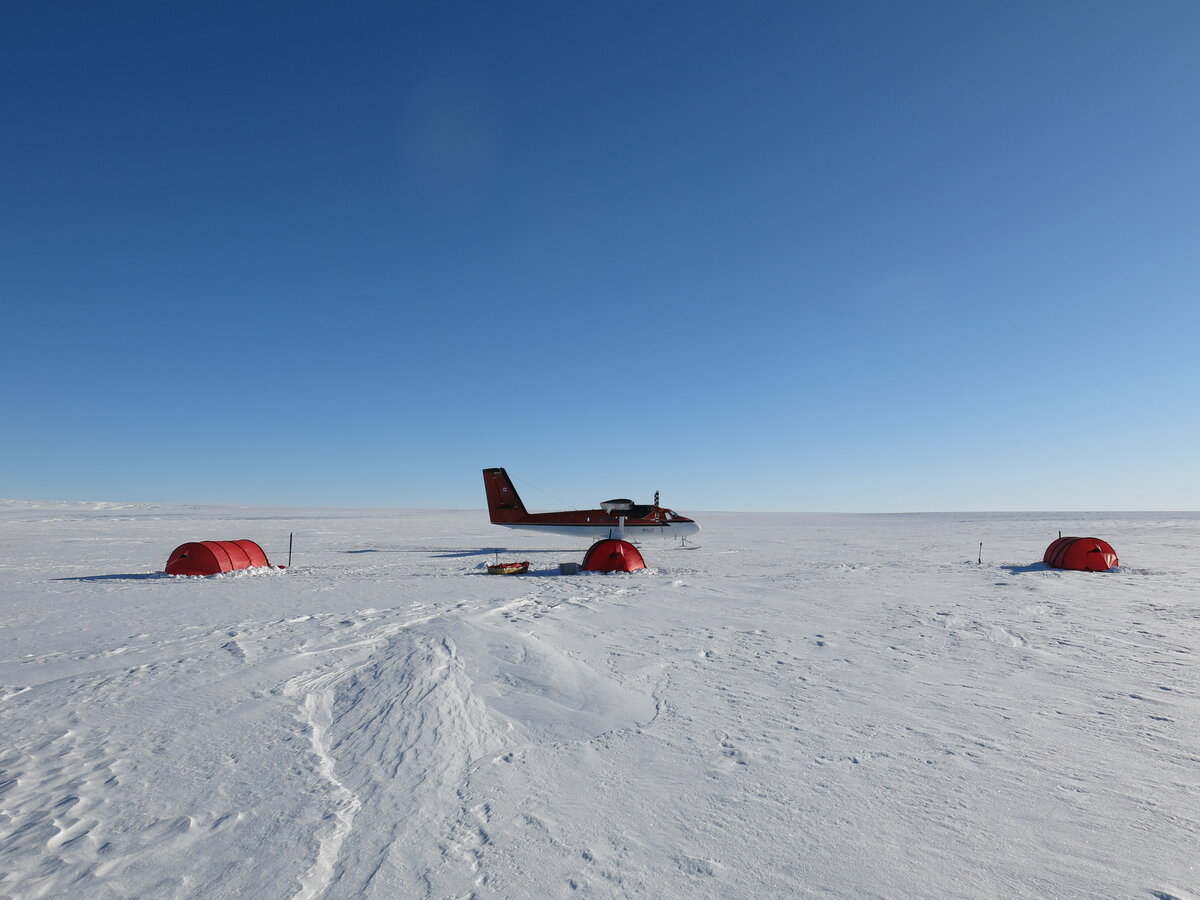 ALE Twin Otter resupplies expedition at field camp