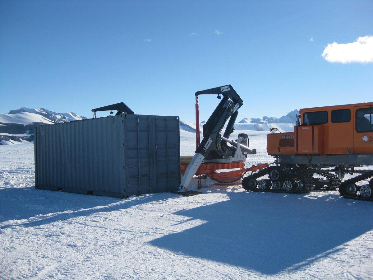 Sled-mounted Hammar Lift side loader