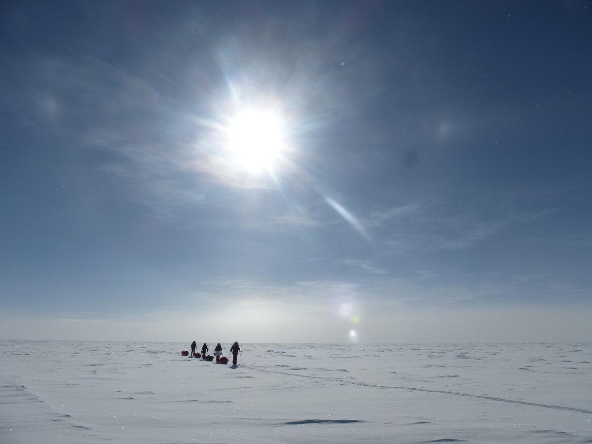 Team pulls sleds across the featureless polar plateau